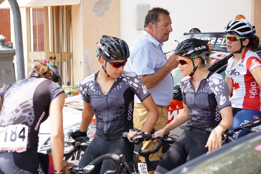 Elise, Barbara and Tiffany await the stage start in the shade. ©Tiffany Cromwell