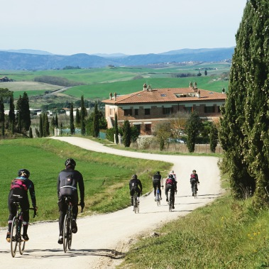 Training on the dirt roads of Tuscany for Strade Bianche ©WMNCycling
