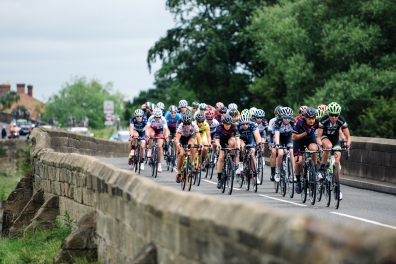 Peloton streaming through the Nottinghamshire countryside at Aviva Women's Tour 2016 - Stage 4. A 119.2 km road race from Nottingham to Stoke-on-Trent, UK on June 18th 2016. ©Velofocus