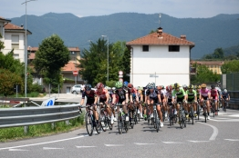 Peloton regroup at Giro Rosa 2016 - Stage 4. A 98.6 km road race from Costa Volpino to Lovere, Italy on July 5th 2016. ©Velofocus