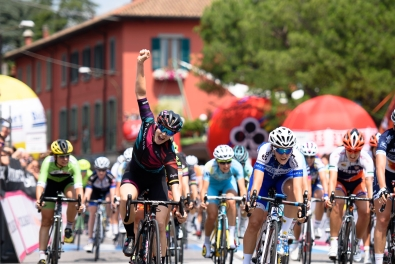 Tiffany Cromwell (CANYON//SRAM Racing) wins the sprint finish to Giro Rosa 2016 - Stage 4. A 98.6 km road race from Costa Volpino to Lovere, Italy on July 5th 2016. ©Velofocus
