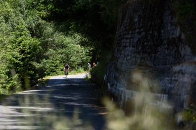 Tiffany Cromwell (CANYON//SRAM Racing) descends toward Tirano at Giro Rosa 2016 - Stage 5. A 77.5 km road race from Grosio to Tirano, Italy on July 6th 2016. ©Velofocus
