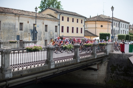 The peloton crosses a small bridge during the Giro Rosa 2016 - Stage 1. A 104 km road race from Gaiarine to San Fior, Italy on July 2nd 2016. ©Velofocus