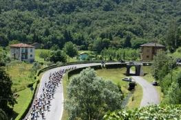Weaving through the foothills at Giro Rosa 2016 - Stage 4. A 98.6 km road race from Costa Volpino to Lovere, Italy on July 5th 2016. ©Velofocus
