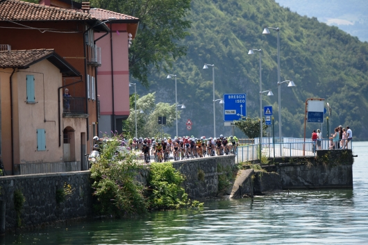 Five kilometres to go and a bunch sprint is a certainty at Giro Rosa 2016 - Stage 4. A 98.6 km road race from Costa Volpino to Lovere, Italy on July 5th 2016. ©Velofocus