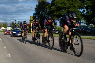 CANYON//SRAM Racing speeding to fourth place at the 42,5 km team time trial of the UCI Women's World Tour's 2016 Crescent Vårgårda Team Time Trial on August 19, 2016 in Vårgårda, Sweden. (Photo by Sean Robinson/Velofocus)