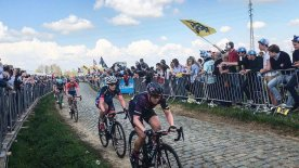 Racing along the Oude Kwaremont in Flanders